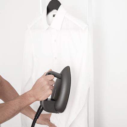 Wie glätten und bügeln Sie vertikal mit Ihrem Bügeleisen?